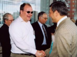 Встреча друзей: И.Поникау (США) и М.Онерци (Турция). На заднем плане: Г.Марков (слева) и В.Пальчун (справа)