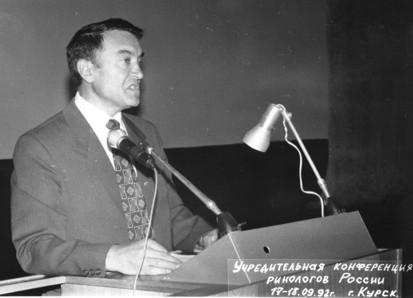 Натрибуне— первый Председатель общества Г.Пискунов