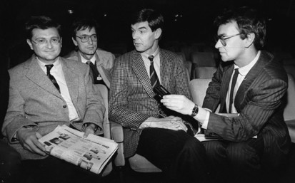 Слева направо: Г. Вольф, А. Лопатин и Х Штаммбергер дают интервью корреспонденту «Медицинской газеты» А.Хисамову