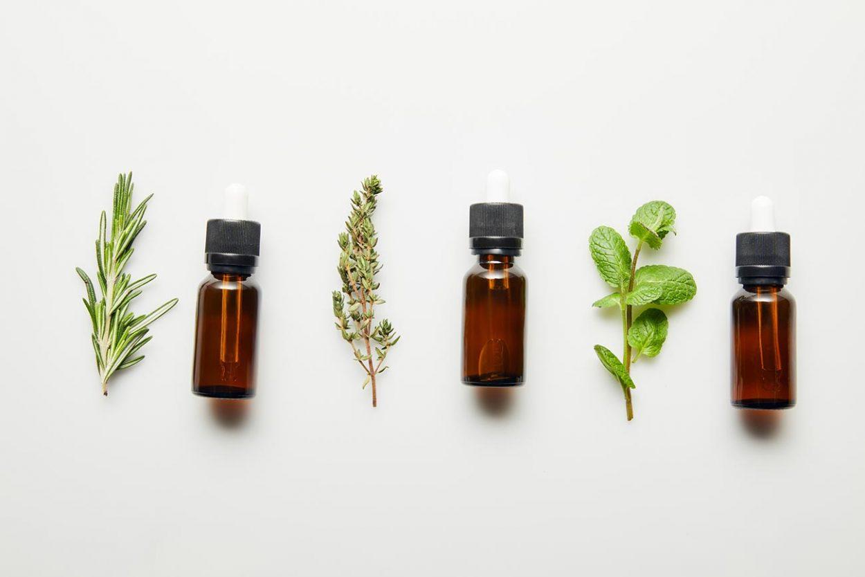 rabotayut-li-ehfirnye-masla-i-aromaterapiya-1250x834